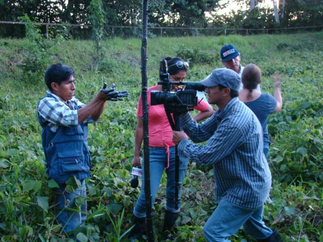 Cuenca del Pastaza. Monitor y cámaras de televisión. Abril, 2013.