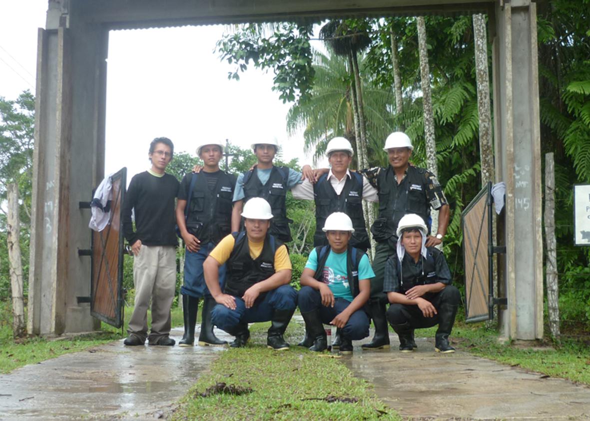 Equipo de monitores ambientales de la Federación de Comunidades Nativas del Alto Tigre - FECONAT. Fotos de inicios de 2012.