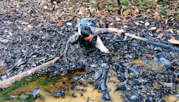 En junio de 2012 un grupo de congresistas visita puntos de contaminación en el Pastaza, Tigre y Marañón. El monitor ambiental de FECONACO, en plena demostración de contaminación se hundió en el crudo.