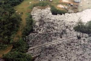 Vista aérea en 2005 del impacto de contaminación en el Sitio PAC 1-3. Informe de la Contraloría General de la República.