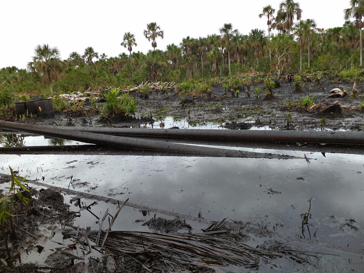 Vista del curso del oleoducto en la zona de derrame en zona del oleoducto, 4 de diciembre de 2013. Foto proporcionada por Acodecospat.