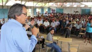 Relator durante asamblea en Andoas, territorio quechua del Pastaza, en el Lote 1AB.