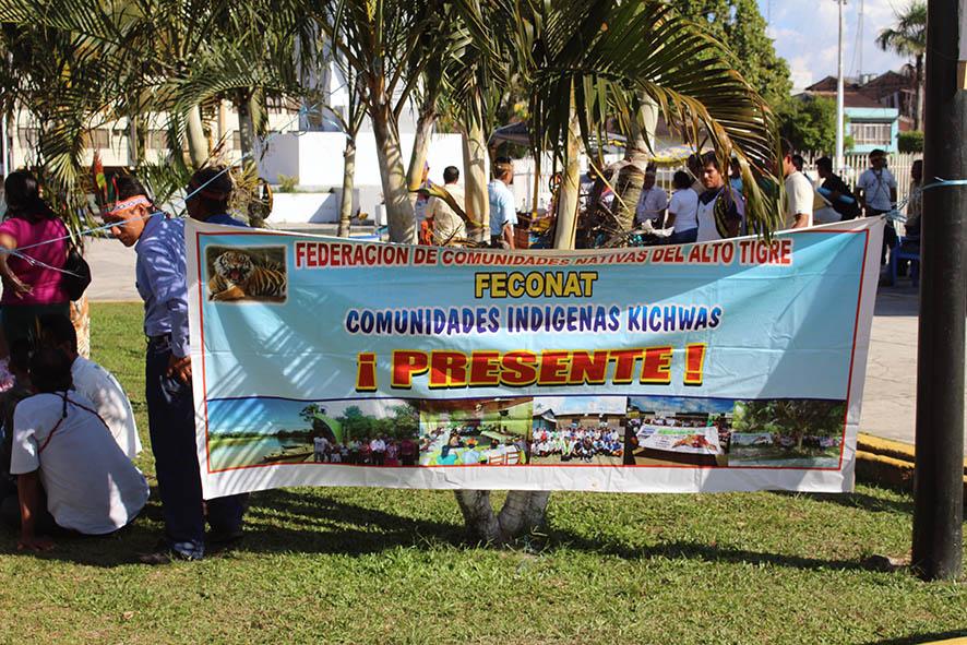 Banderola de FECONAT durante movilizaciones en la ciudad de Iquitos.
