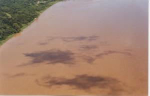 Vista aérea de derrame de petróleo de octubre del 2000, registrada desde helicóptero.