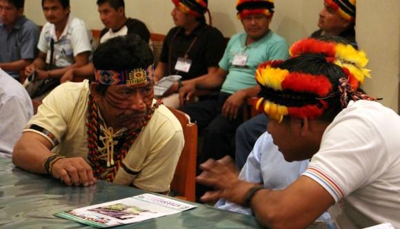 Apu Aurelio Chino, presidente de FEDIQUEP y apu Carlos Sandi, presidente de FECONACO.