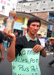 Agua contaminada del Marañón. Movilización de julio 2010, luego de derrame de 500 barriles de petróleo en el río.
