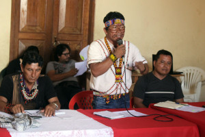 Apu Aurelio Chino durante reunión con el Estado en Nauta.