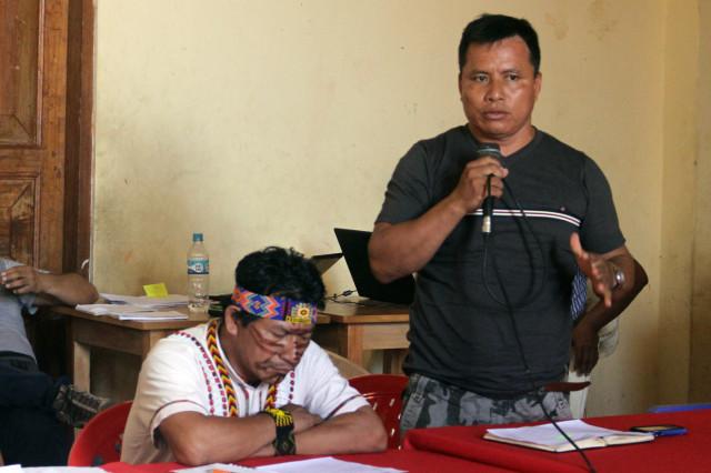 Apu Emerson Sansdi, presidente de FECONAT, durante su intervención en la reunión.