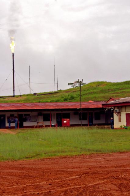 Imagen de la quema de gases realizada en la base petrolera de Pluspetrol, enl lote 1AB. Foto de setiembre de 2014.