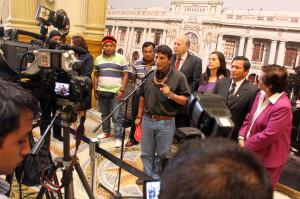 Apu Alfonso López, durante conferencia de prensa.