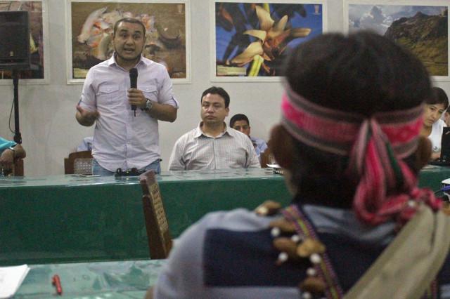 Renato Baluarte, director de la DGAAE, se dirige a los apus.