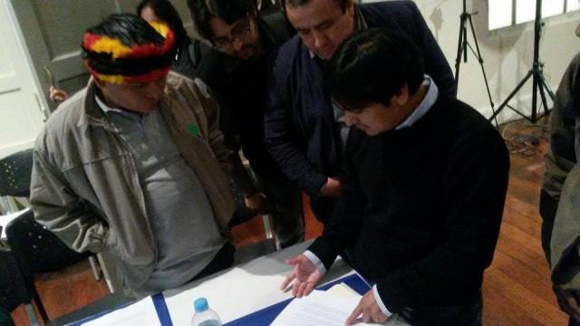 Evaluando. Apu Carlos Sandi, junto al presidente de AIDESEP, Henderson Rengifo.