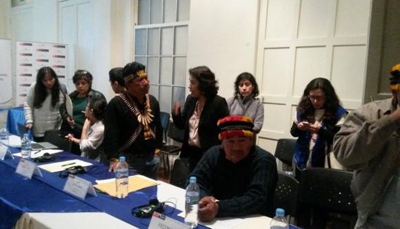 Apu Aurelio Chino, en conversación con la Viceministra de Interculturalidad Patricia Balbuena.