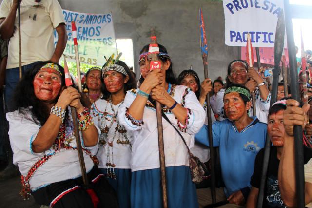 Primera, a la izquierda, la madre Magdalena Chino, junto a otras madres quechuas. Andoas, junio de 2014.