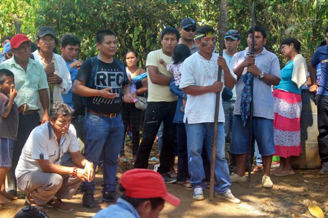 Reunión de apus en Andoas, habla el presidente de ORPIO, Jorge Pérez.
