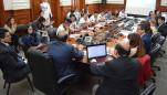 Sesión en PCM entre apus y Pimer Ministro, durante al anuncio de aprobación del fondo.