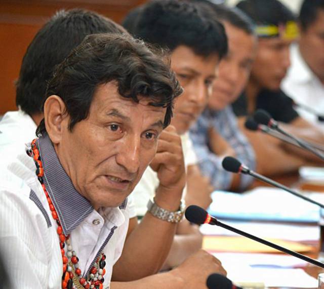 Apu Alfonso López, interviniendo ante el Primer Ministro y las altas autoridades.
