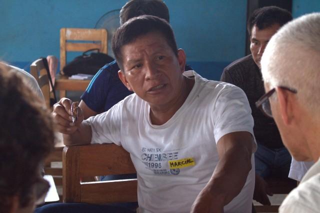 """Marcial Sánchez """"Mashico"""", monitor ambiental de FEDIQUEP, interviene durante taller para la elaboración del ETI."""