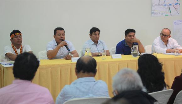 Representantes de 4 Cuencas y Viceministro de Hidrocarburos durante entrega de ETI en Iquitos