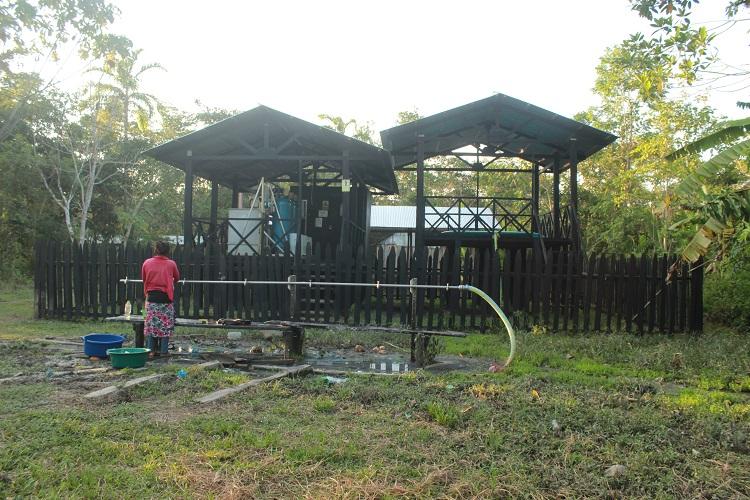 Planta de agua provisional instalada en la comunidad kichwa San Juan de Bartra (río Tigre)